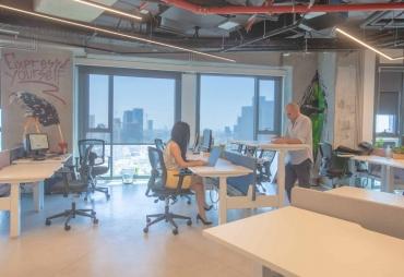 בתמונה: חלל עבודה בי אול מגדל אלון 2