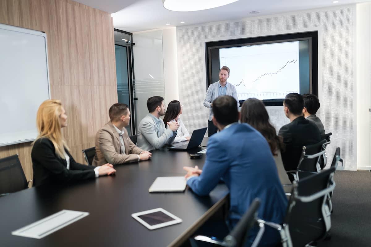 10 טיפים שיעזרו לכם לבחור חדר ישיבות לפגישה הבאה שלכם